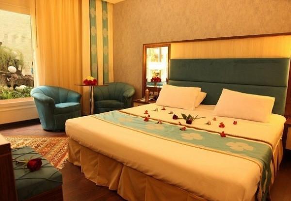 هتل عالی قاپو